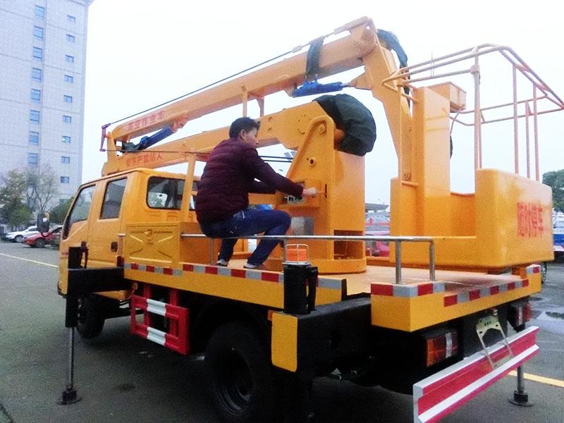 江铃12米曲臂高空作业车图片2