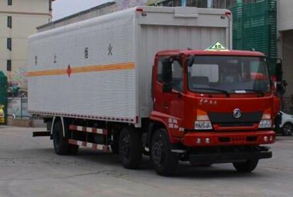 东风9.6 米厢式易燃液体运输车